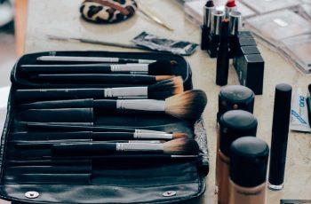 kosmetyki do makijażu - rózne produkty